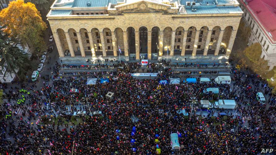 متظاهرون أمام البرلمان في جورجيا