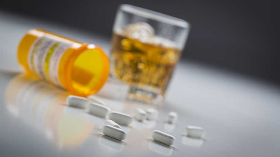 ارتفاع وتيرة المشاكل داخل العائلة الأميركية بسبب تعاطي المخدرات والكحول. تعبيرية