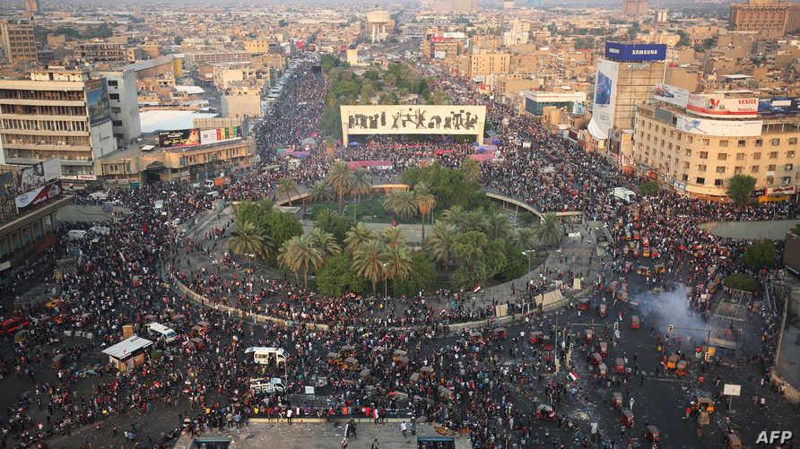 الآلاف يتجمعون في ساحة التحرير وسط بغداد للمطالبة باسقاط الحكومة العراقية