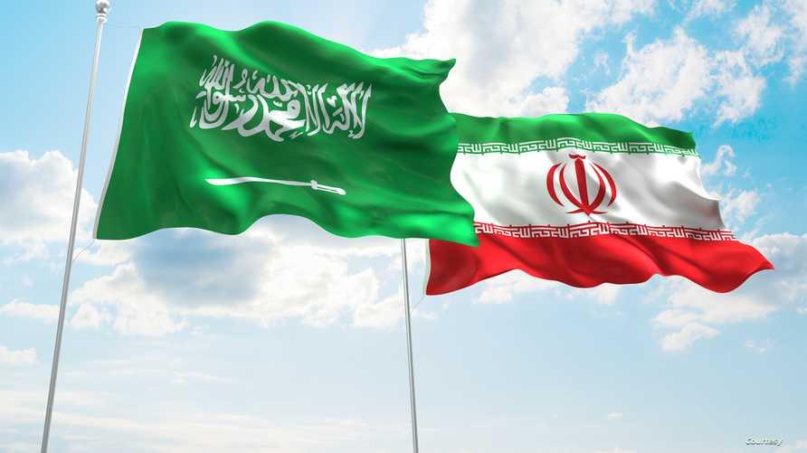 العلمان الإيراني (يمين) والسعودي