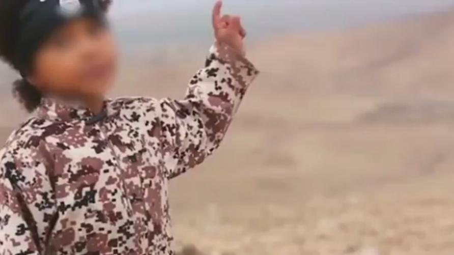 طفل بريطاني يظهر في شريط فيديو لداعش