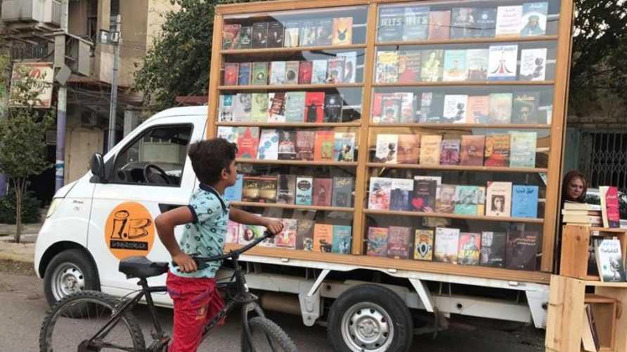 المكتبة الجوالة في بغداد - صورة من حساب Iraqi Bookish على فيسبوك