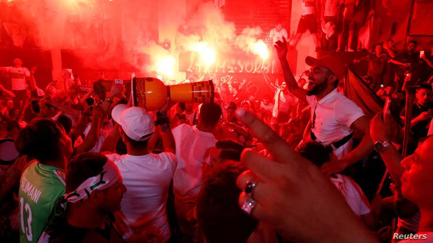 مشجعو الجزائر يحتفلون بالفوز بكأس أمم أفريقيا
