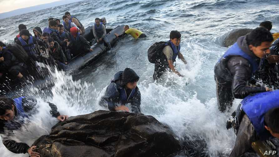 مهاجرون ولاجئون بعد عبورهم بحر إيجة من تركيا- أرشيف