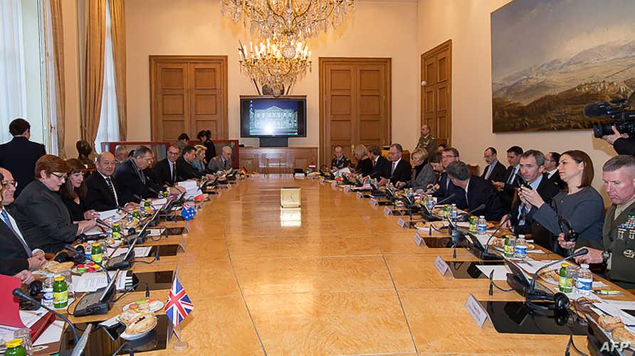 وزراء دفاع دول التحالف في اجتماع باريس