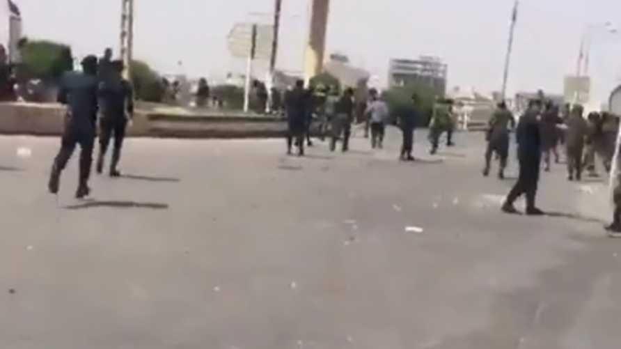تجددت الاشتباكات في الاحواز على خلفية اتهام سكان المنطقة للسطات بقتل شاعر عربي معروف