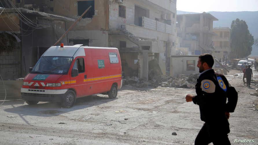 سيارة إسعاف في منطقة في إدلب تعرض أحد مستشفياتها للقصف- أرشيف