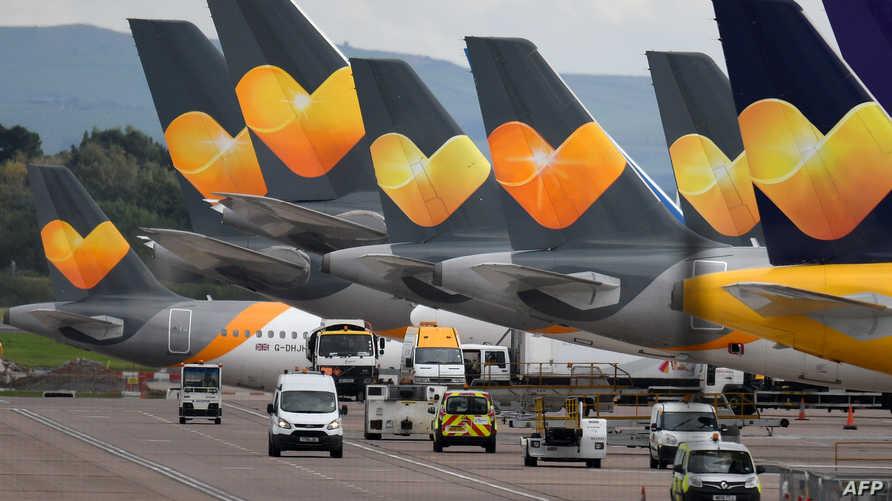 شعار شركة توماكس كوك على طائرات تعطلت بعد انيهار الشركة العريقة حيث أدى الأمر إلى إلغاء رحلات لمسافرين باتوا علقين في المطارات