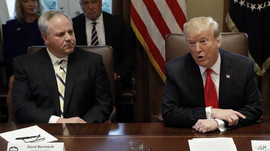 الرئيس دونالد ترامب ووزير الداخلية بالوكالة ديفيد برنارت