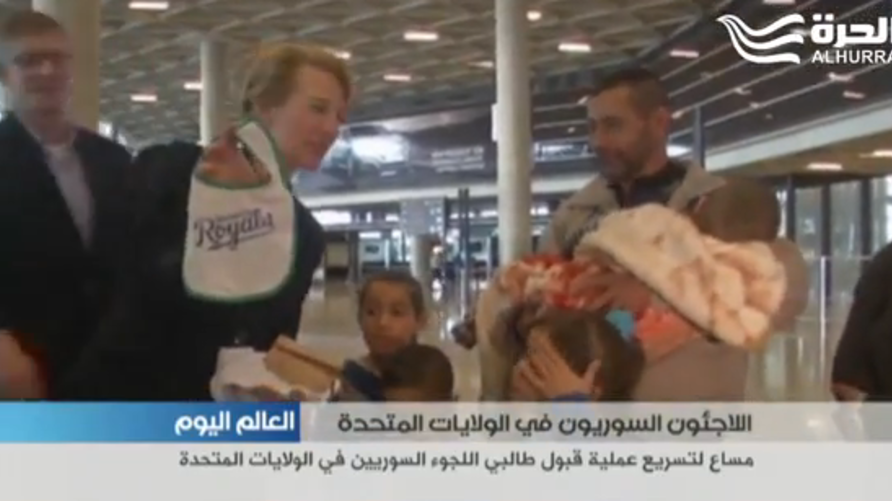 السفيرة الأميركية في الأردن تودع عائلة عبود السورية قبل لجوئها إلى الولايات المتحدة