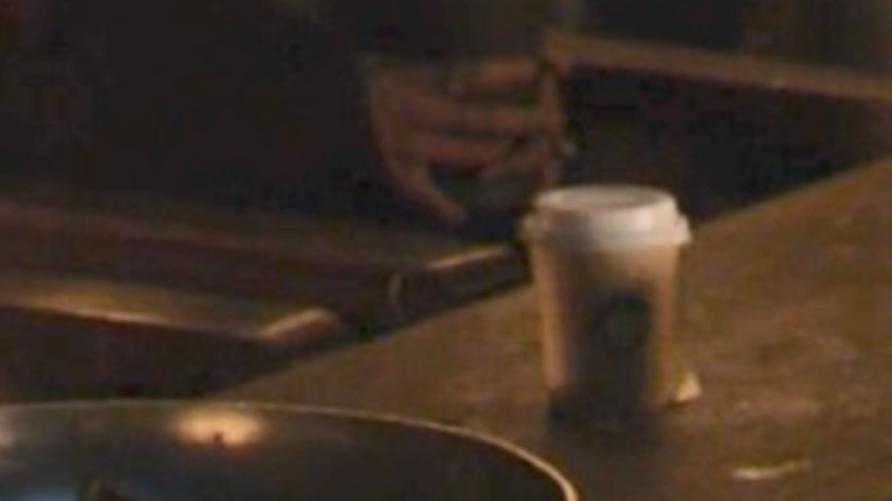 """لقطة ظهور كوب ستاربكس في إحدى حلقات """"صراع العروش"""""""