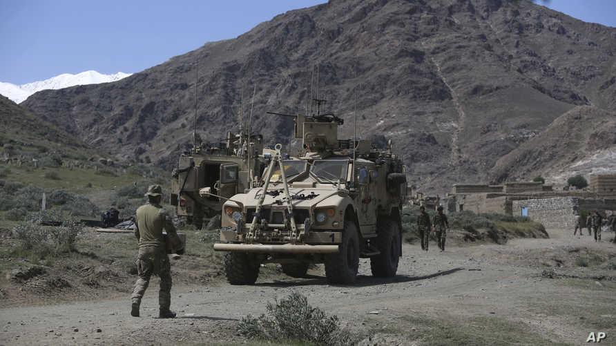 قوات أميركية وأفغانية قرب إحدى القرى في إقليم جلال أباد- أرشيف