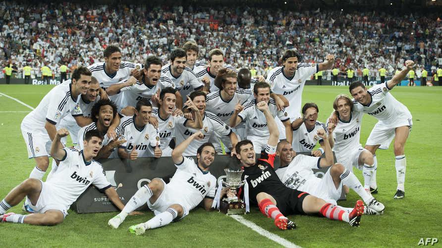 ريال مدريد يحتفل بالفوز بلقب كأس السوبر الاسبانية