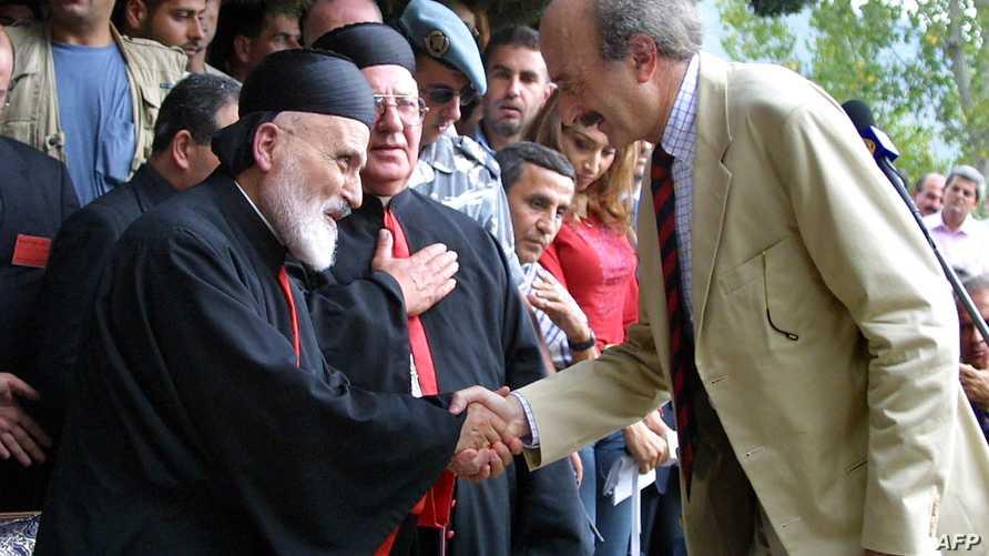 """البطريرك الماروني نصرالله والزعيم الدرزي وليد جنبلاط خلال """"مصالحة الجبل"""" عام 2001"""
