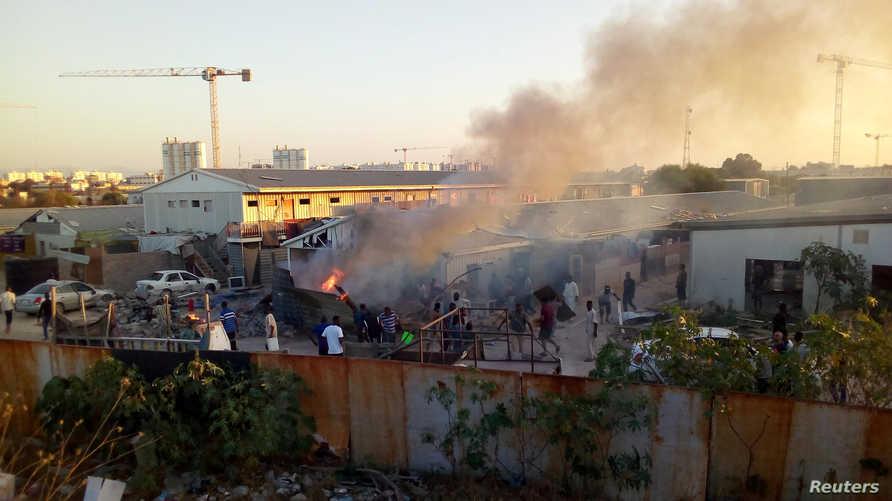 خلال اشتباكات بين الفصائل المسلحة في طرابلس.. صاروخ يضرب مخيما للنازحين
