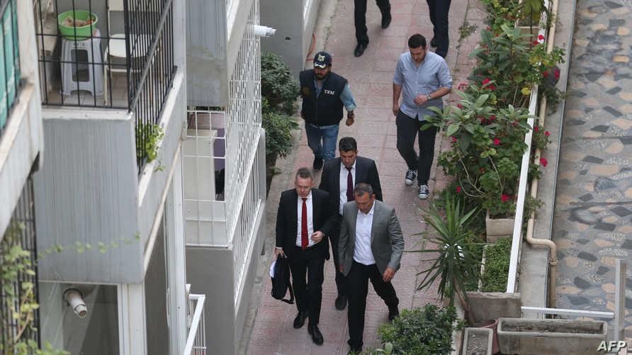 القس أندرو برانسون بعد قرار الإفراج عنه وخروجه من المحكمة في طريقه إلى منزله