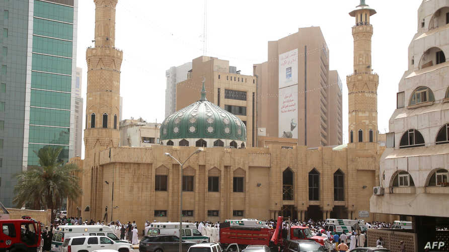 قوات الأمن وسيارات الإسعاف يطوقون مسجد الإمام الصادق
