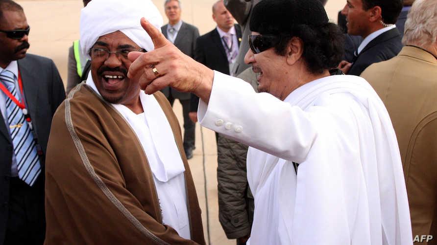 معمر القذافي وعمر البشير في صورة تعود للعام 2010