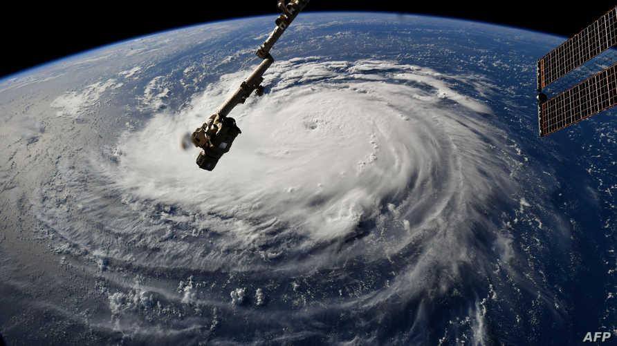 صور من الفضاء لتحرك إعصار فلورنس