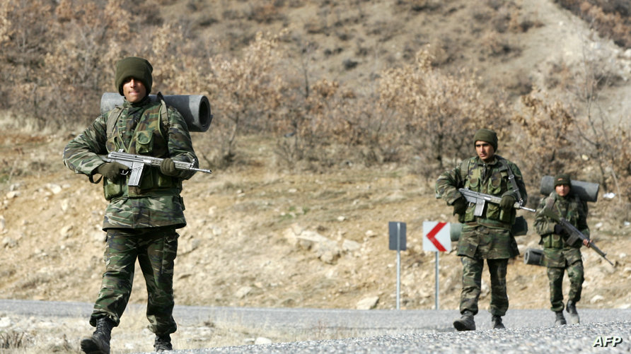 عناصر من الجيش التركي قرب الحدود مع العراق - أرشيف