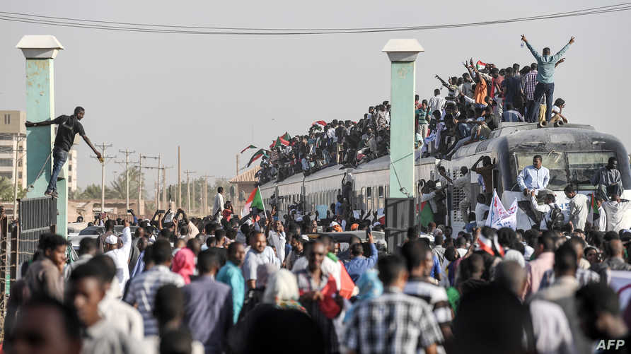موكب من عطبرة مهد الثورة السودانية قادم إلى الخرطوم