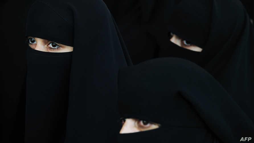 سيدات باكستينيات يرتدين البرقع (أرشيف)
