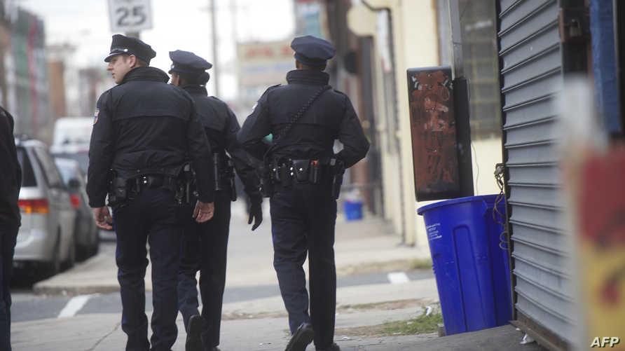 رجال أمن في مكان إطلاق نار بمدينة فيلادلفيا-أرشيف