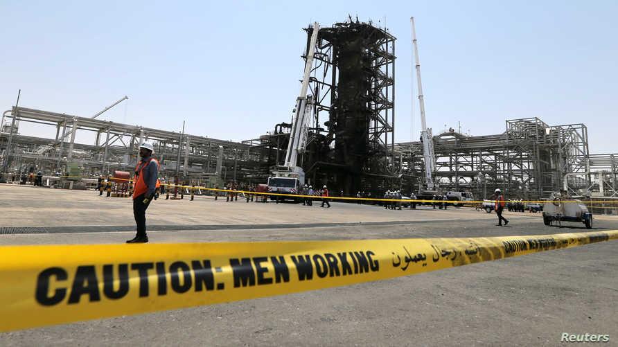 جانب من الأضرار التي لحقت بحقل خريص النفطي التابع لأرامكو بعد في هجوم اتهمت المملكة إيران بشنه