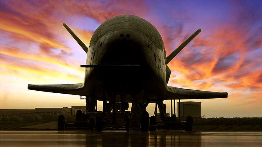 طائرة X-37B الأميركية الفضائية