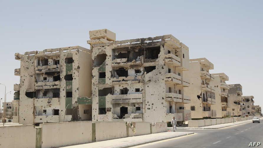 أحد المباني المدمرة في مدينة سرت- أرشيف