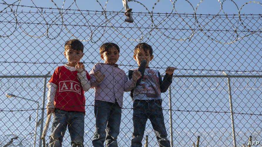 أطفال في مخيم لاجئين في جزيرة ليسبوس اليونانية - أرشيف