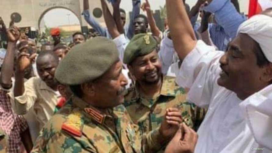 صورة لعبد الفتاح البرهان رئيس المجلس العسكري الانتقالي الجديد في السودان نشرتها وكالة الأنباء السودانية
