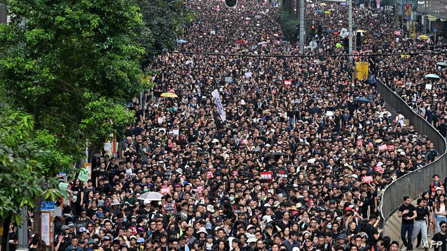 مسيرة ضخمة في هونغ كونغ رفضا لمشروع قانون تسليم المطلوبين للصين
