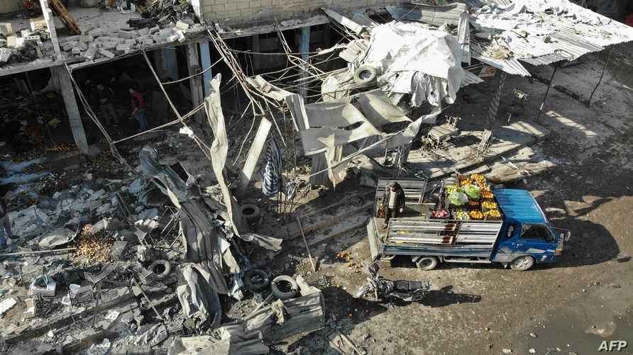 صورة تظهر الدمار الذي خلفه قصف النظام والطائرات الروسية بعد استهداف سوق شعبي في معرة النعمان في 2 ديسمبر 2019