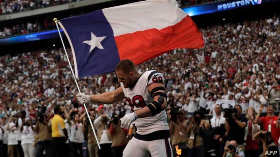 وات رافعا علم تكساس قبل المباراة