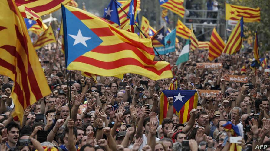 جانب من الاحتفالات في كاتالونيا بعد إعلان الاستقلال عام 2017 - أرشيف