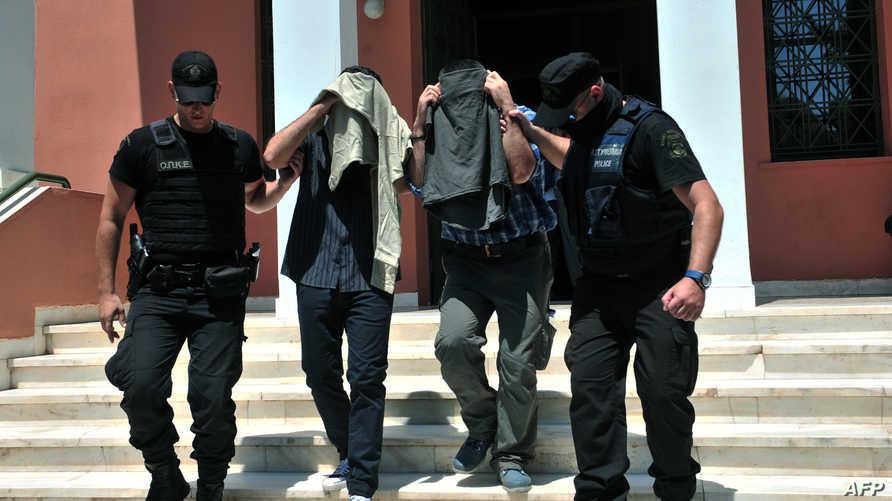 اثنان من الضباط الثمانية في قبضة الشرطة اليونانية