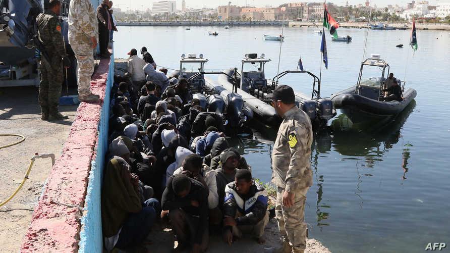 البحرية الليبية تتصدى للهجرة غير الشرعية