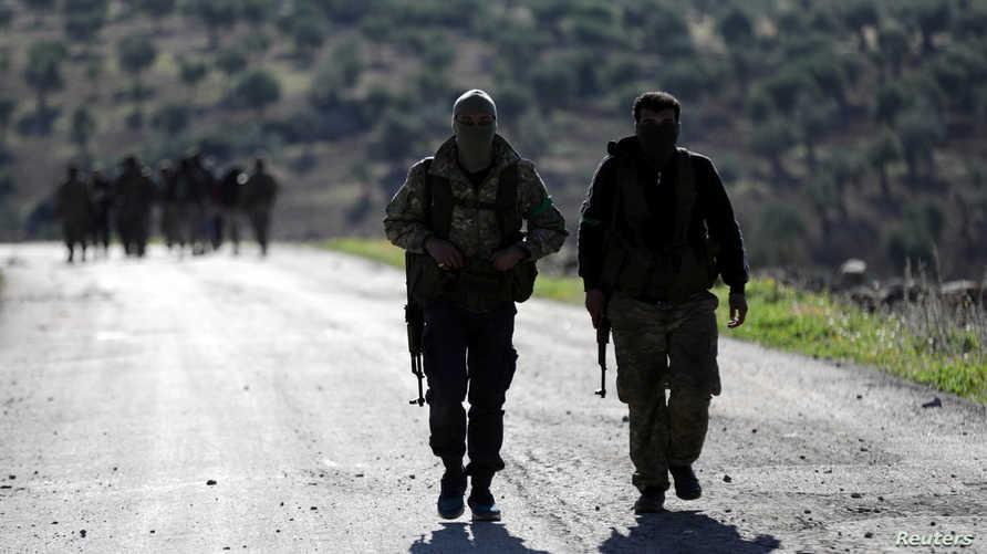 عناصر موالية لتركيا تشارك في عملية أنقرة شمال يسوريا.