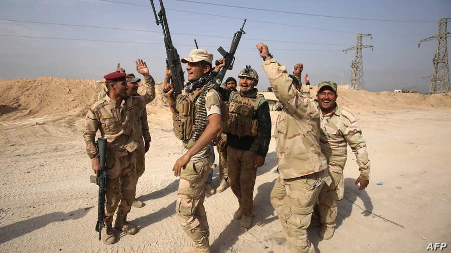 جنود عراقيون يحتفلون بتحرير قضاء القائم
