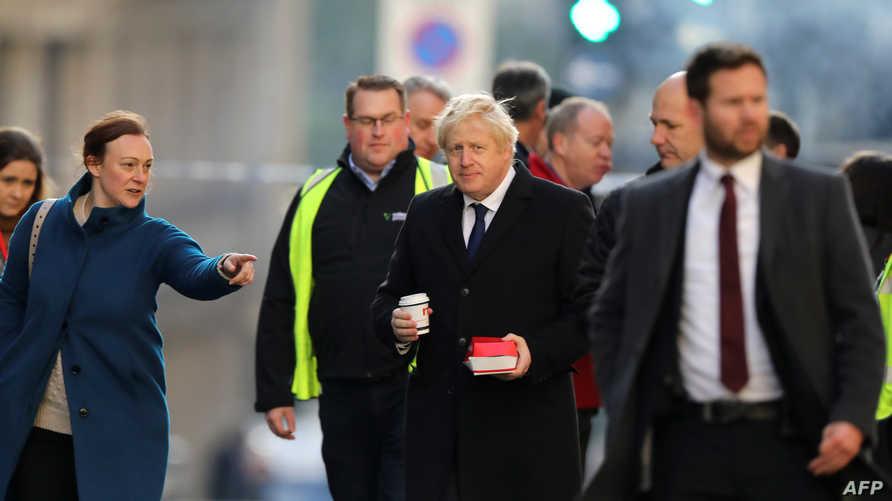 رئيس الوزراء البريطاني بوريس جونسون في موقع الهجوم