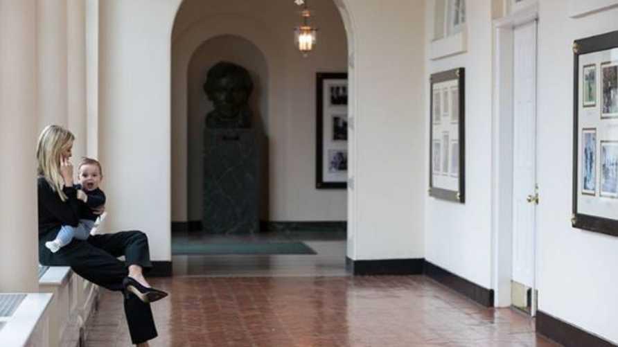 إيفانكا ترامب مع ابنها ثيودور في البيت الأبيض في صورة من حسابها في إنستغرام