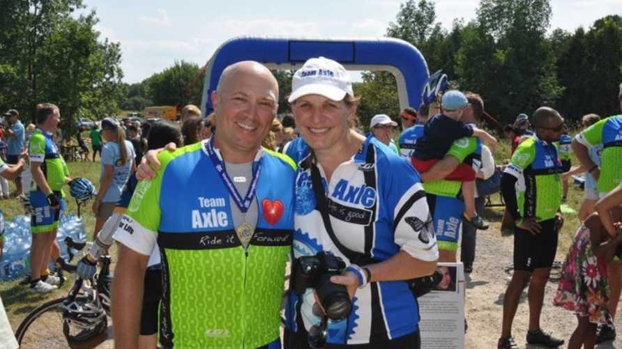 صورة لرون دي فرانشيسكو مع زوجته من حسابه على فيسبوك