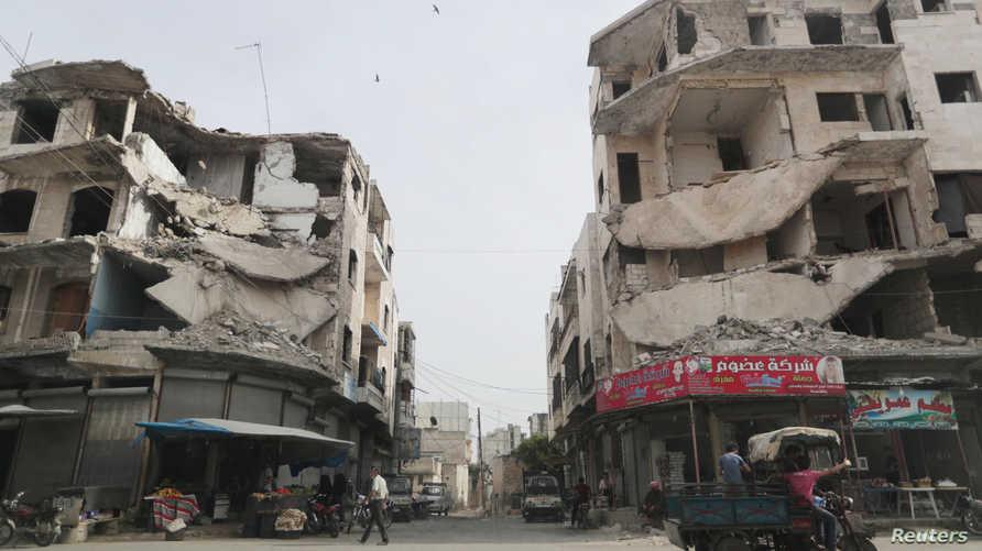 آثار الدمار الذي خلفته الحرب في أحد أحياء مدينة إدلب