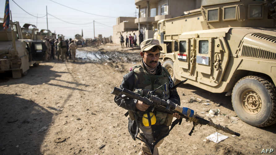 قناص في الجيش العراقي في منطقة قريبة من الموصل