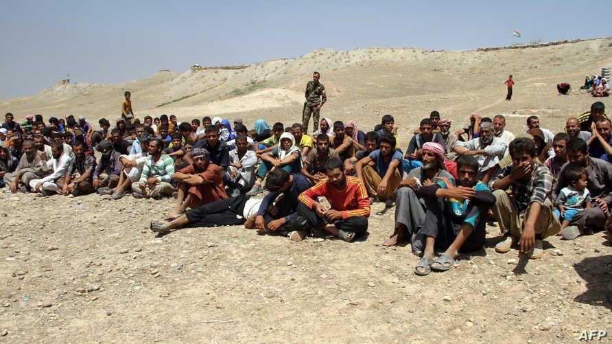 نازحون مدنيون من منطقة الحويجة في حماية قوات البيشمركة