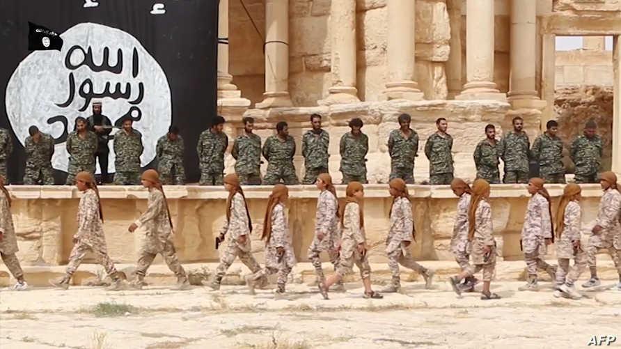 عناصر داعش يعدمون افرادا من الجيش السوري على المسرح الروماني الاثري - أرشيف