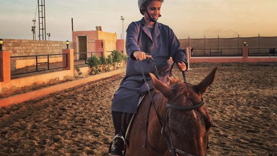 فاطمة فهد بن سعيد في صورة مأخوذة من حسابها على تويتر