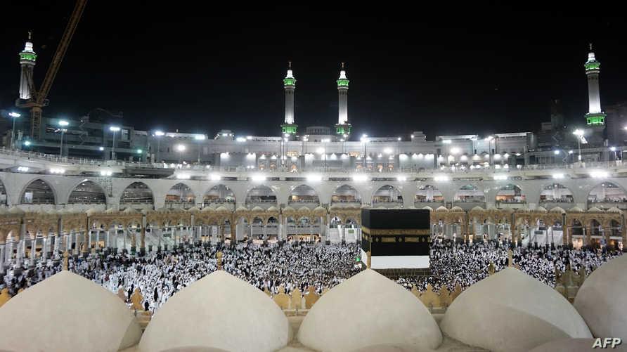 حجاج في المسجد الحرام