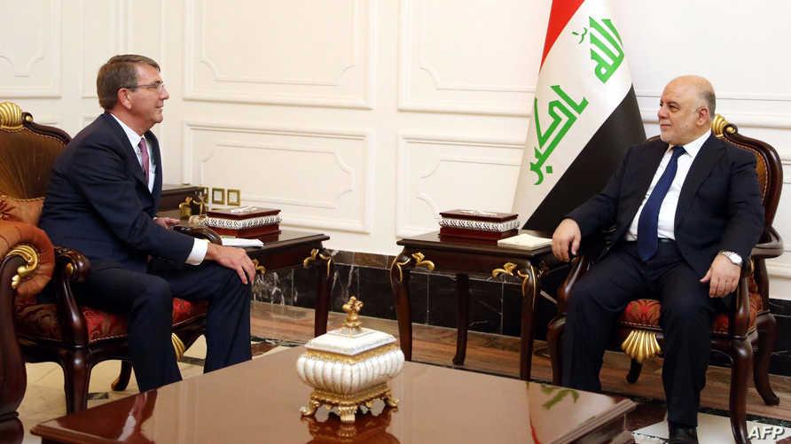 كارتر خلال اجتماعه مع العبادي في بغداد